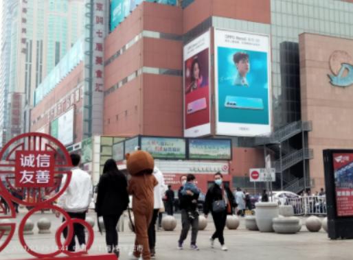石家庄新百商圈楼体大牌广告