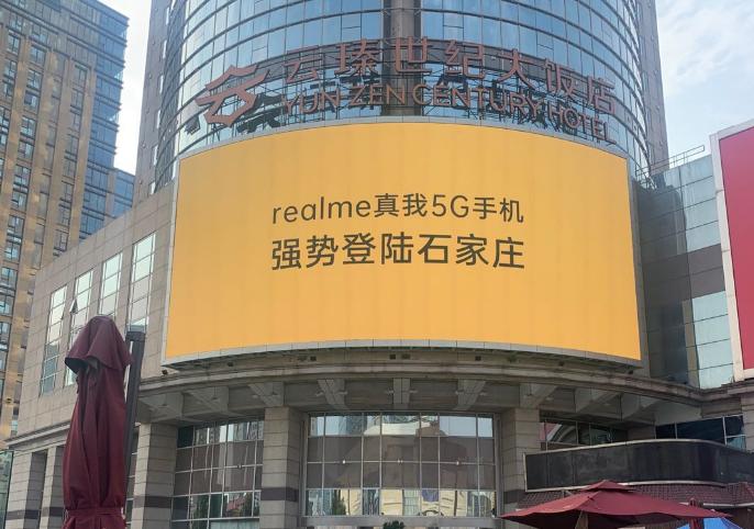 为什么使用户外楼体大牌广告牌做广告?